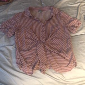 Short sleeve button up size small